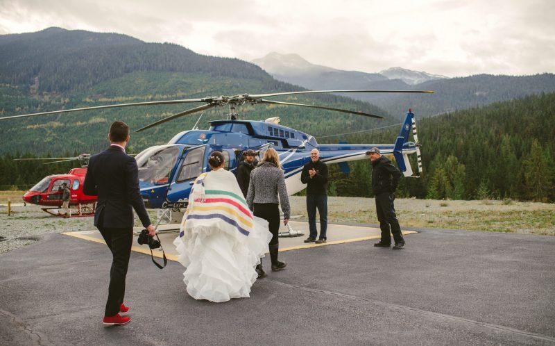 Cặp đôi đã chọn một hang động băng bí mật làm nơi diễn ra hôn lễ và họ đã cộng tác với Headline Mountain Holidays – những người đã thám hiểm ra nơi kì bí này.