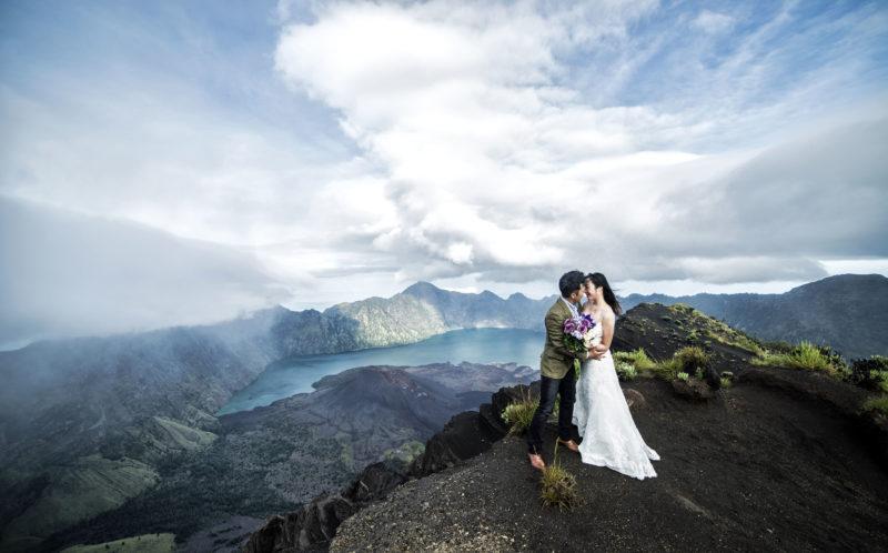 MOUNTAIN CLIMB WEDDING PHOTO