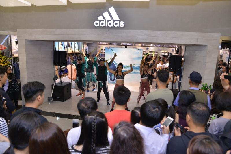Hoạt động sôi nổi trong ngày khai trương cửa hàng adidas mới nhất tại tòa nhà Landmark 81 cao nhất Việt Nam.