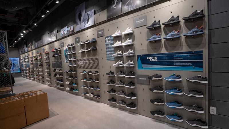 Không gian bên trong cửa hàng adidas lớn nhất tại Tp.HCM tọa lạc ở lầu 2, tòa nhà Landmark 81.