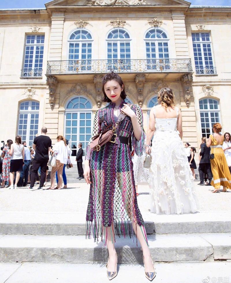 Cảnh Điềm là một trong những khách mời VIP tại show couture Thu Đông 2018 của Dior.