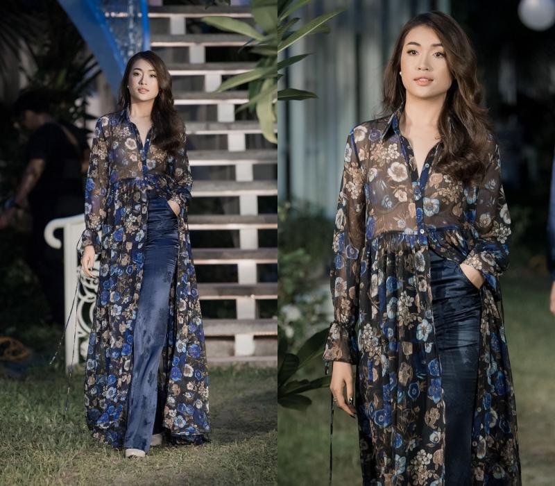 """Lần này, cô đóng vai trò mở màn cho show diễn BST """"Romance"""" của NTK Adriana Anh Tuấn."""