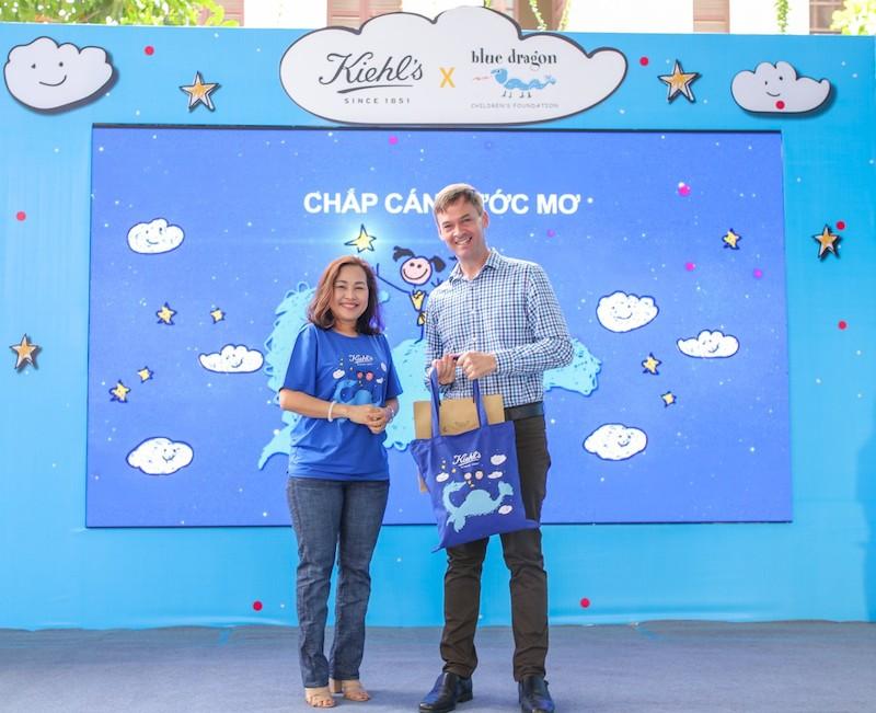 Kiehl's hỗ trợ cho tổ chức Rồng Xanh giúp đỡ trẻ em đường phố có cuộc sống an toàn hơn tại Việt Mam