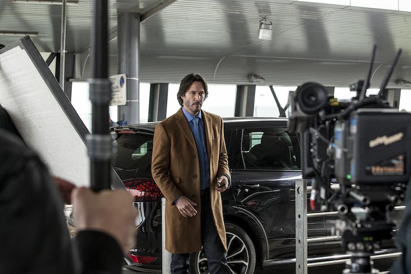 Ngôi sao U60 Keanu Reeves trở thành tay buôn kim cương trong phim mới
