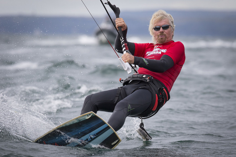 Ông Richard Branson tham gia đội lướt ván diều Virgin Kitesurfing Armada.