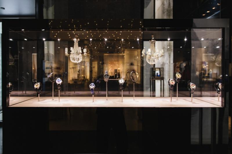Không gian trưng bày ấn tượng những thiết kế đồng hồ Grand Bal của Dior.