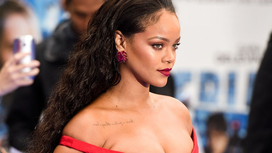 Rihanna - đối thủ trực tiếp của Kylie trong dòng mỹ phẩm.