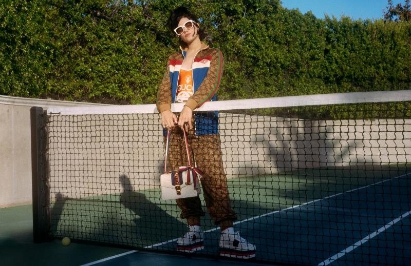 Trang phục và phụ kiện của Gucci hoàn toàn phù hợp với phong cách trẻ trung, nổi bật của SoKo.