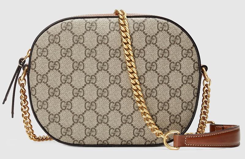 Gucci sở hữu chất liệu canvas in logo GG Supreme.