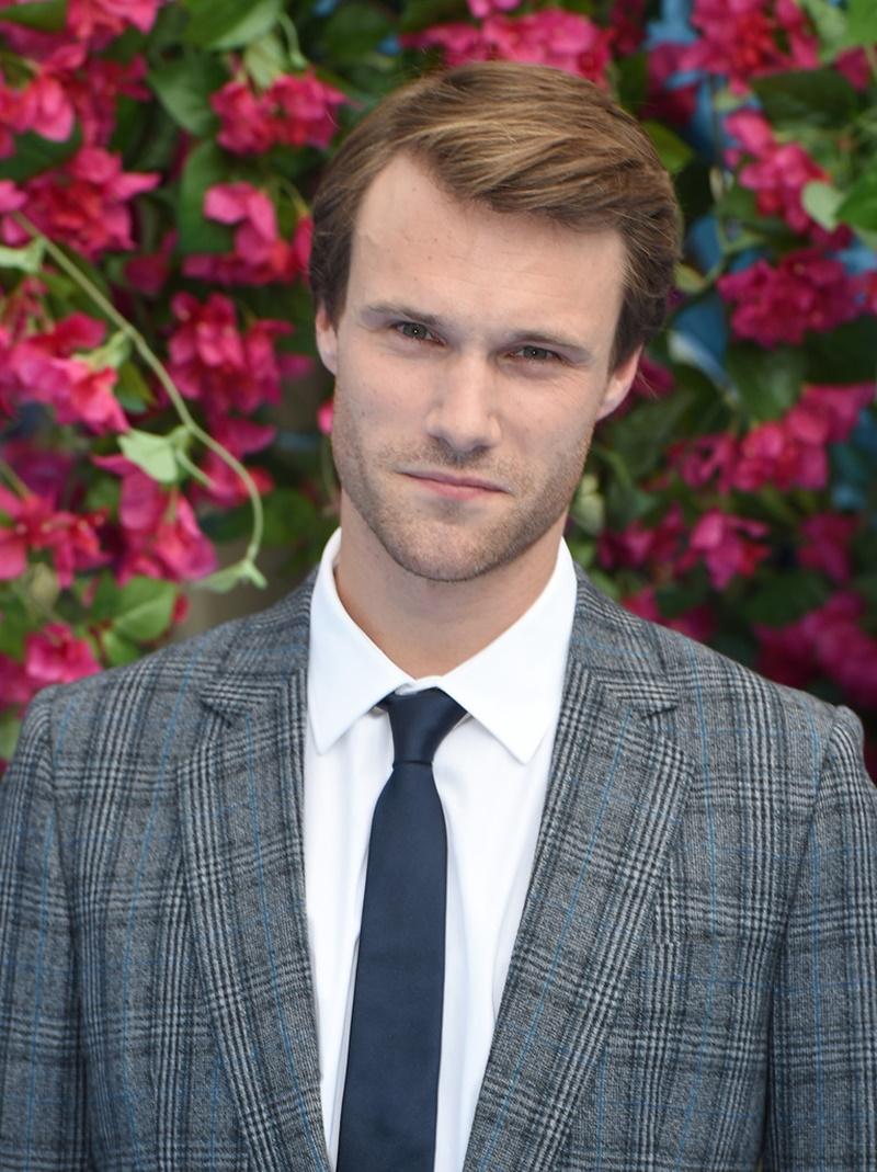 Diễn viên Hugh Skinner sẽ vào vai Harry thời trẻ (Colin Firth).