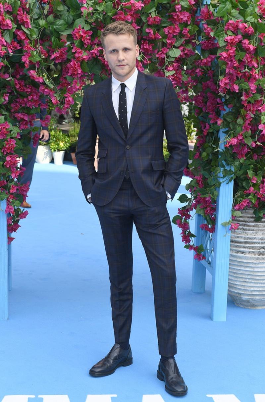 Nam diễn viên Josh Dylan đảm nhiệm vai diễn Bill thời trẻ.