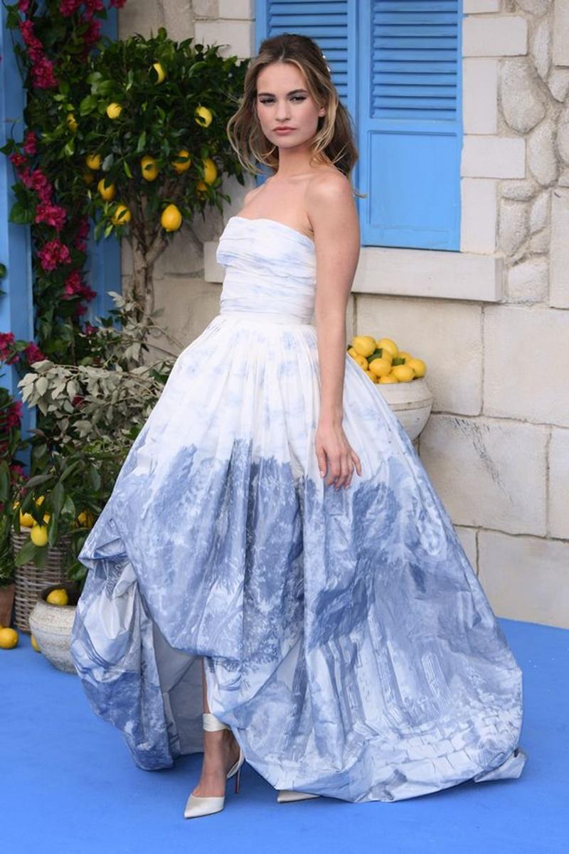 """""""Nàng Lọ Lem"""" Lily James vào vai Donna thời trẻ trong """"Mamma Mia! Here We Go Again"""""""