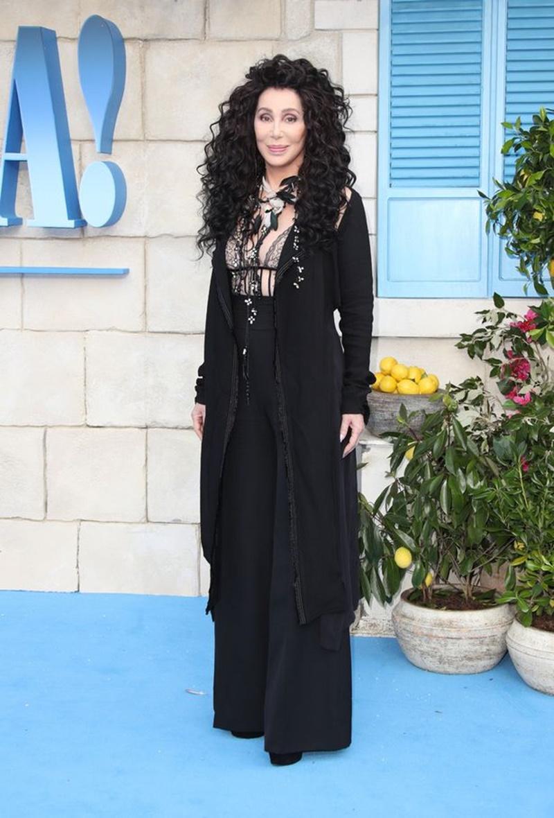 """Gợi cảm là một trong những nét làm nên """"thương hiệu"""" của Cher."""