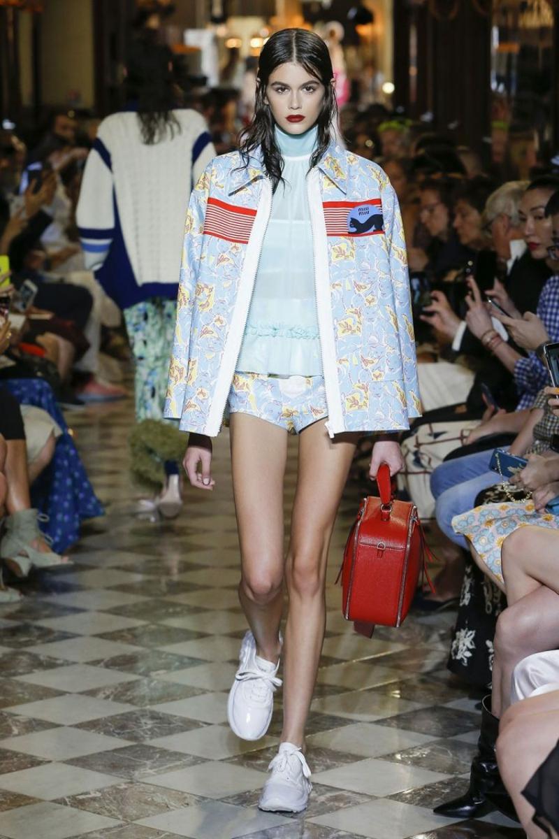 ... và Kaia Gerber là những đại diện nổi bật của lớp người mẫu trẻ.