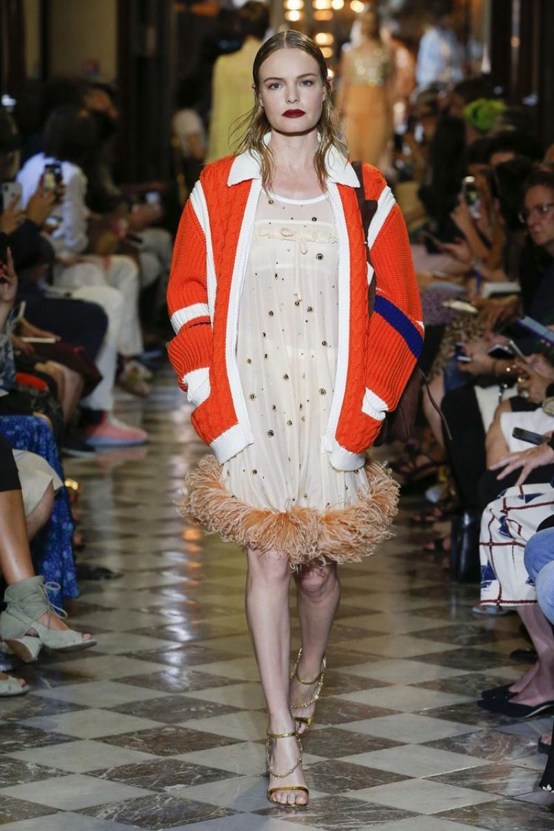 Đây cũng là show thời trang đầu tiên nữ diễn viên Kate Bosworth tham gia với vai trò người mẫu trình diễn.
