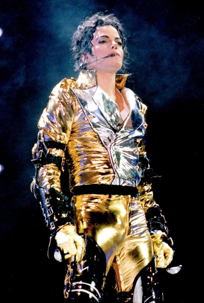 Những thiết kế mà Michael Jackson từng mặc có thể được xem là di sản cho ngành thời trang.