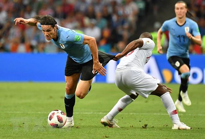 Cavani tỏa sáng giúp Uruguay loại Bồ Đào Nha của Ronaldo
