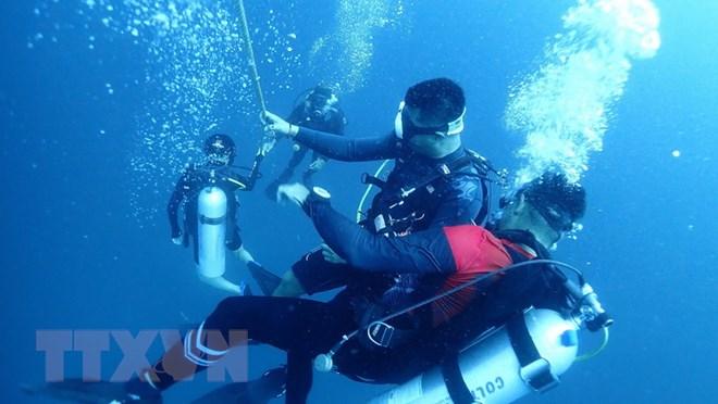 Thái Lan chuẩn bị trục vớt tàu du lịch bị chìm ở ngoài khơi Phuket