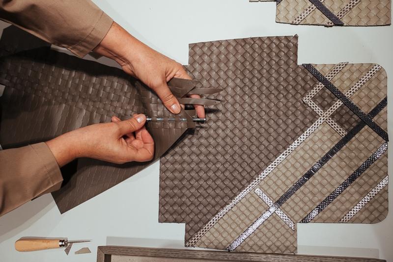 """Kĩ thuật """"Intrecciato"""" trứ danh của nước Ý được Bottega Veneta ứng dụng xuyên suốt trong các thiết kế của mình trong hơn 52 năm qua."""