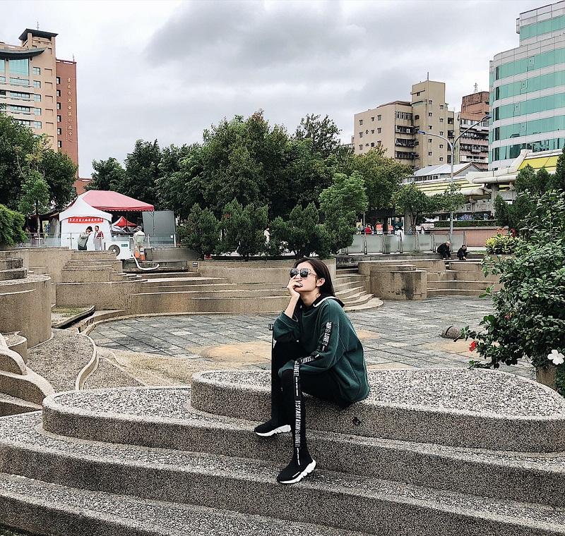 xu-huong-mac-do-the-thao-xuong-pho_deponline_2018726-19