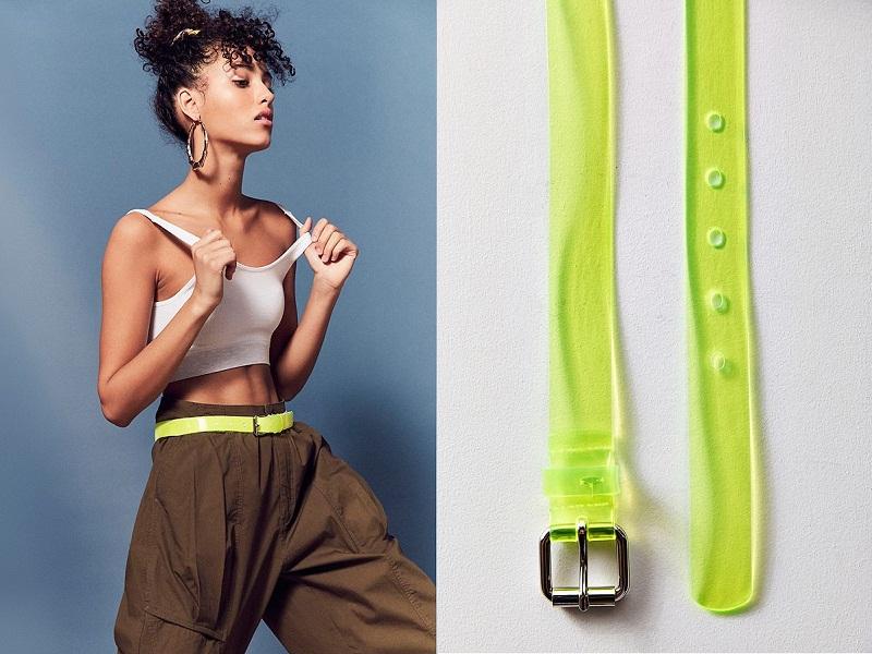 Nếu muốn gây ấn tượng bằng một điểm nhấn nhỏ xinh hơn, chiếc thắt lưng xanh neon chưa đến 10 USD của Urban Outfitters sẽ là gợi ý cho bạn.