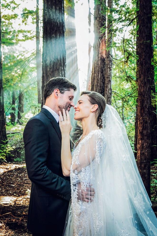 Nữ diễn viên Hilary Swank kết hôn cùng doanh nhân Philip Schneider sau 2 năm hò hẹn.