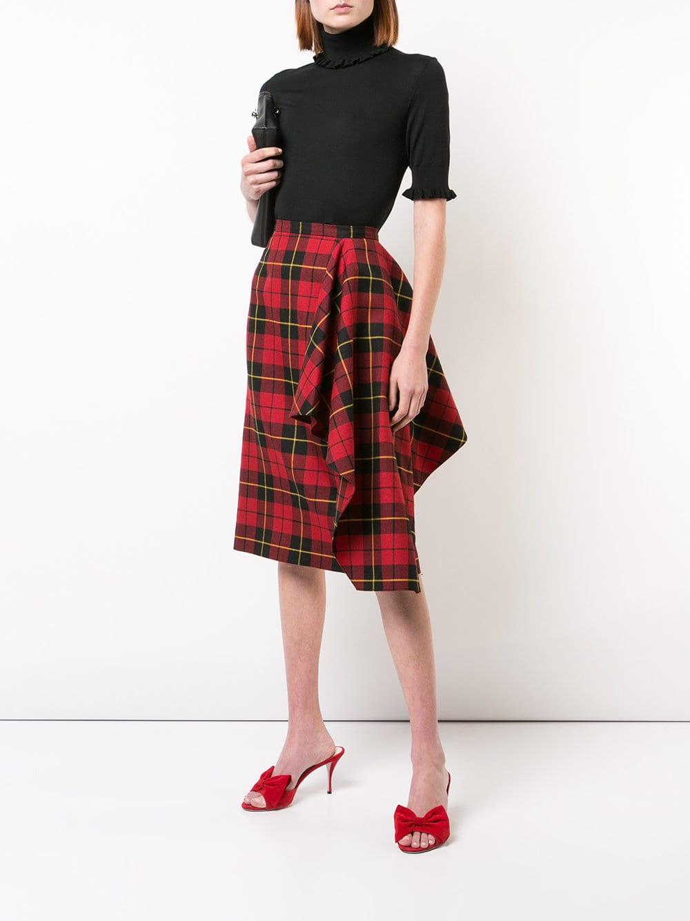 Chân váy quấn kẻ sọc tartan của Michael Kors là lựa chọn cho những nàng sành điệu.