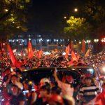 [Video] Không khí tưng bừng sau chiến thắng của Olympic Việt Nam