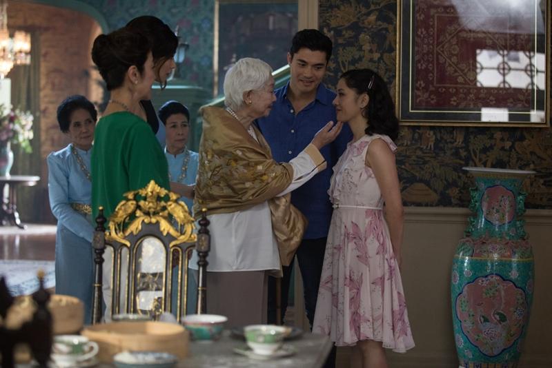 """Cô dần dần """"lột xác"""" khi sang Singapore và gặp gia đình nhà chồng."""