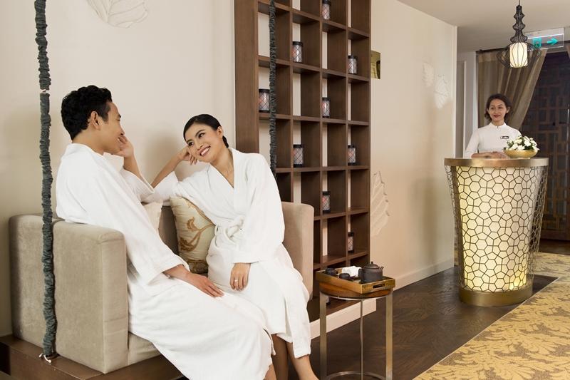 Với nhiều liệu trình chuyên biệt từ thư giãn cơ thể, cải thiện da mặt, dưỡng thể đặc trị và những liệu trình đặc trưng chỉ có tại Le Spa des Artistes; khách có thể chọn lựa cho mình những dịch vụ phù hợp với sự hướng dẫn tư vấn từ các chuyên gia dày dạn kinh nghiệm.