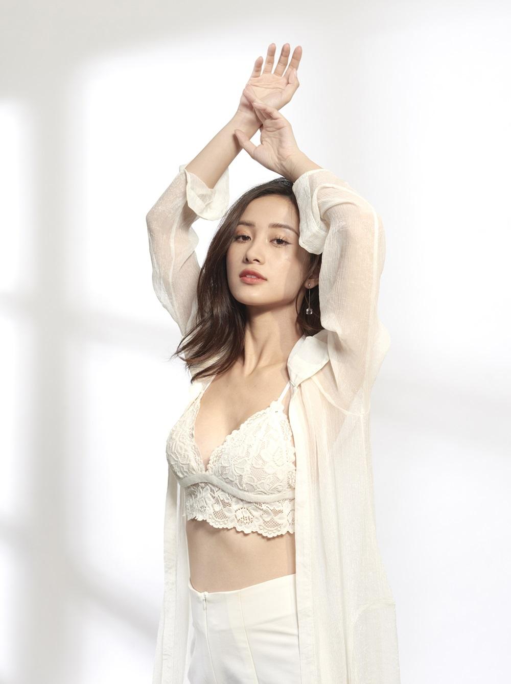 Điểm thứ 2 là cách make-up, Jun dù trang điểm theo phong cách gì cũng ra kiểu Thái Lan bởi đã quen trau chuốt cho vùng mắt.