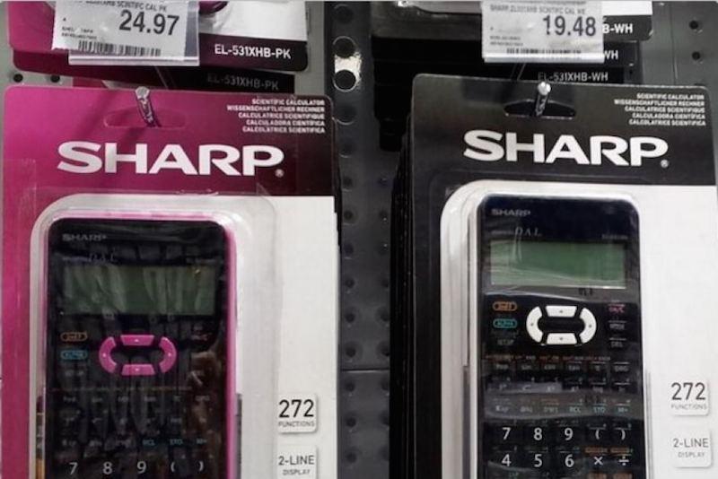 Máy tính màu hồng có mức giá cao hơn.