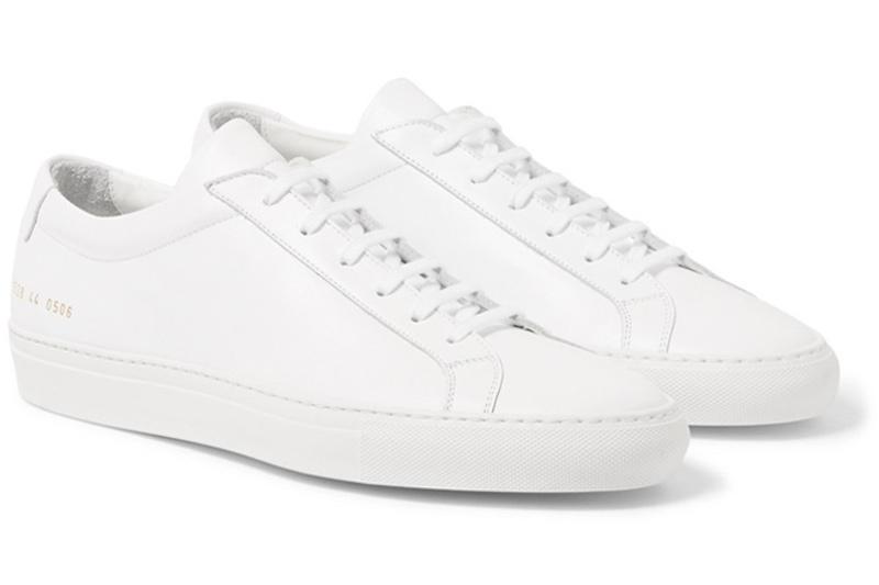 """Common Projects Achilles Low (415 USD): Có thể nói mẫu giày này đã """"khởi màn"""" cho trào lưu giày sneaker luxury trên thế giới. Nếu có điều kiện, hãy đầu tư vào mẫuAchilles Low từCommon Projects, vốn được làm thủ công tại Ý bằng chất liệu da cao cấp bởi những người thợ lành nghề. Nó hoàn toàn là một sự đầu tư xúng đáng cho một mẫu giày cổ điển và bền bỉ với thời gian."""