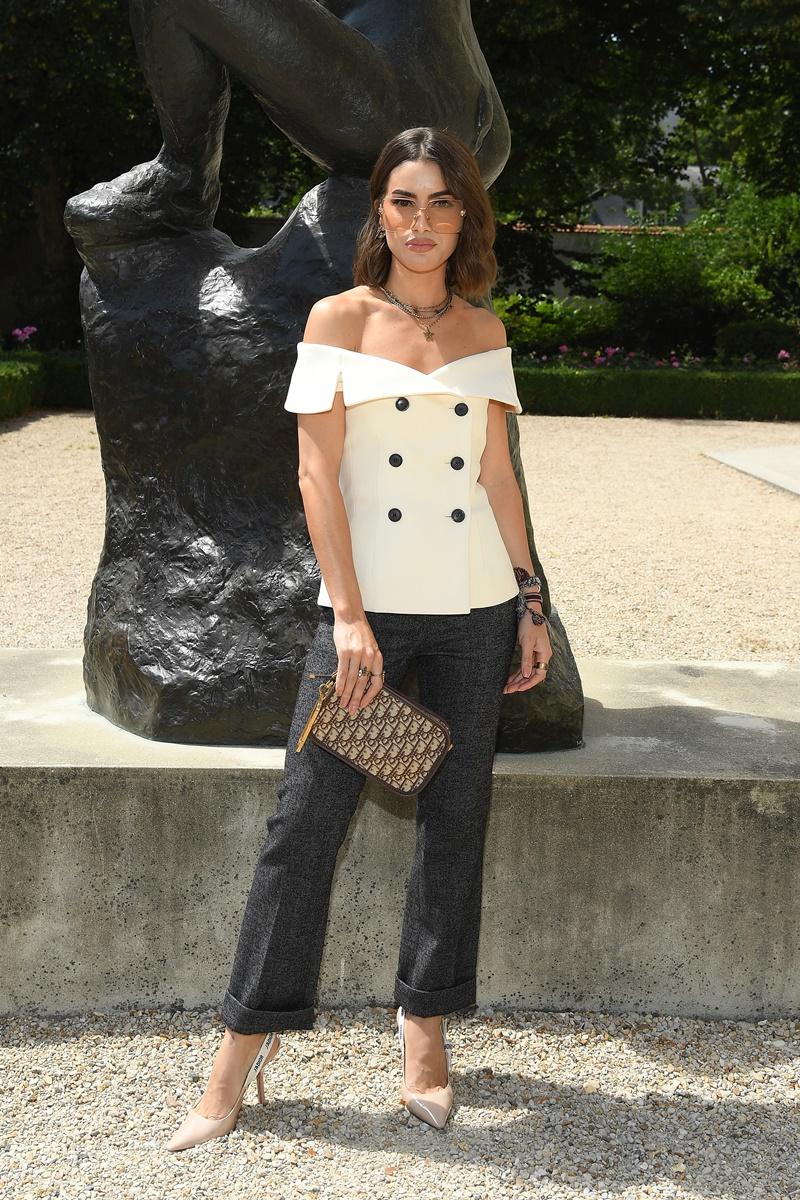 Thiết kế DiorColorQuake màu beige cũng là lựa chọn của blogger người Brazil Camila Coelho...