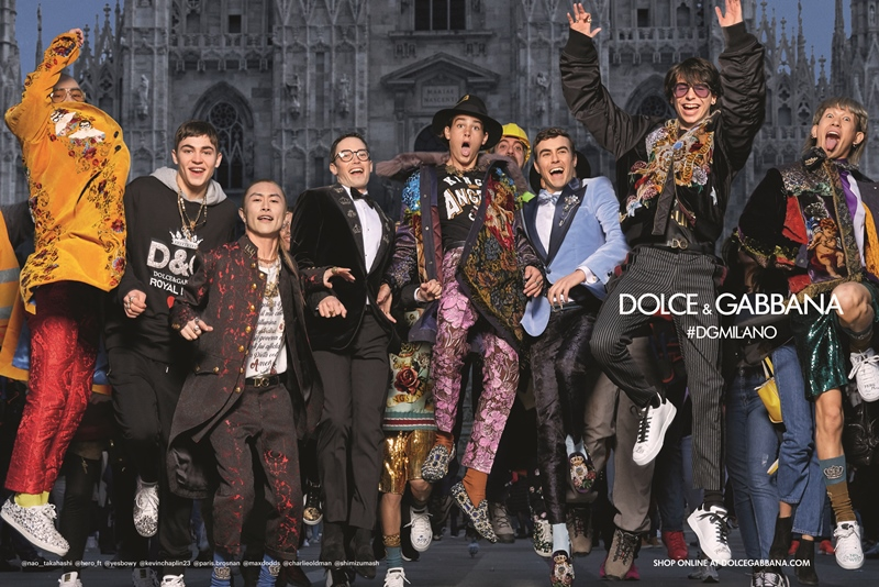 Khác với những bức hình quảng cáo cho BST nữ, hình ảnh quảng cáo cho BST nam của Dolce & Gabbana lựa chọn những gương mặt millennials đình đám trên mạng xã hội và con trai của những người nổi tiếng.
