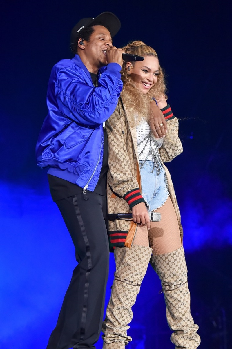 Thần tượng của Hà Hồ - ca sĩ Beyonce cũng mang đôi boots này trong tour lưu diễn OTR II cùng ông xã Jay-Z.