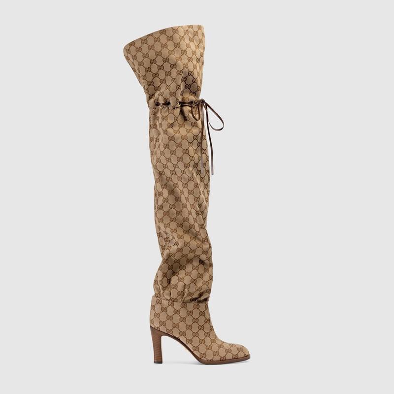 Đôi boots này được bán ra với giá 1.790 đô la - tương đương khoảng hơn 41 triệu đồng.