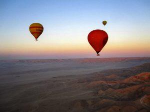 Ở vùng đất của kim tự tháp, khí cầu bay tới đâu thì mặt trời hiện ra đến đấy