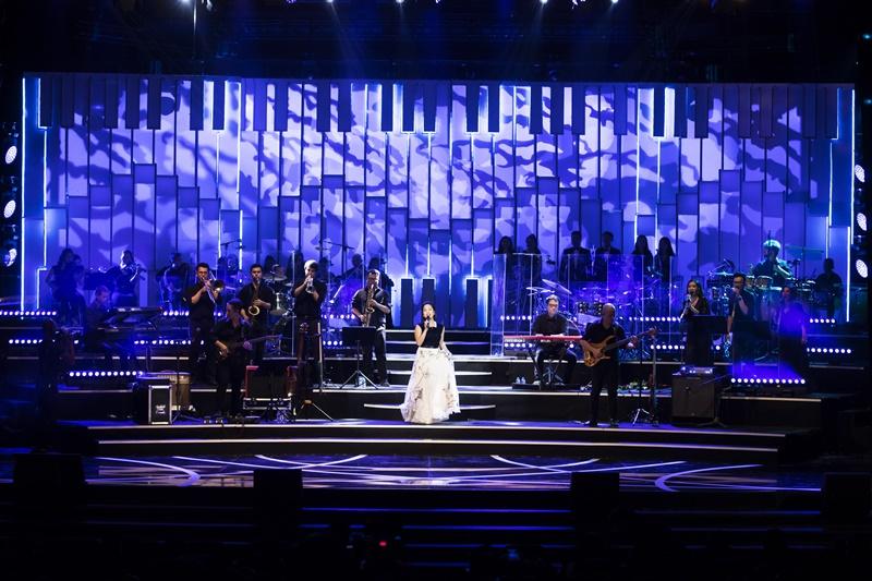 NTK Tùng Vũ đã mang đến những thiết kế sang trọng và thanh lịch cho diva Mỹ Linh cho tour diễn xuyên Việt 2018 lần này.