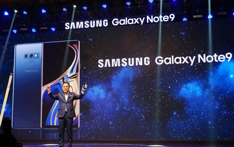 Ông Kim Cheol Gi - Tổng giám đốc công ty điện tử Samsung Vina - giới thiệu chiếc Galaxy Note 9 tại Việt Nam