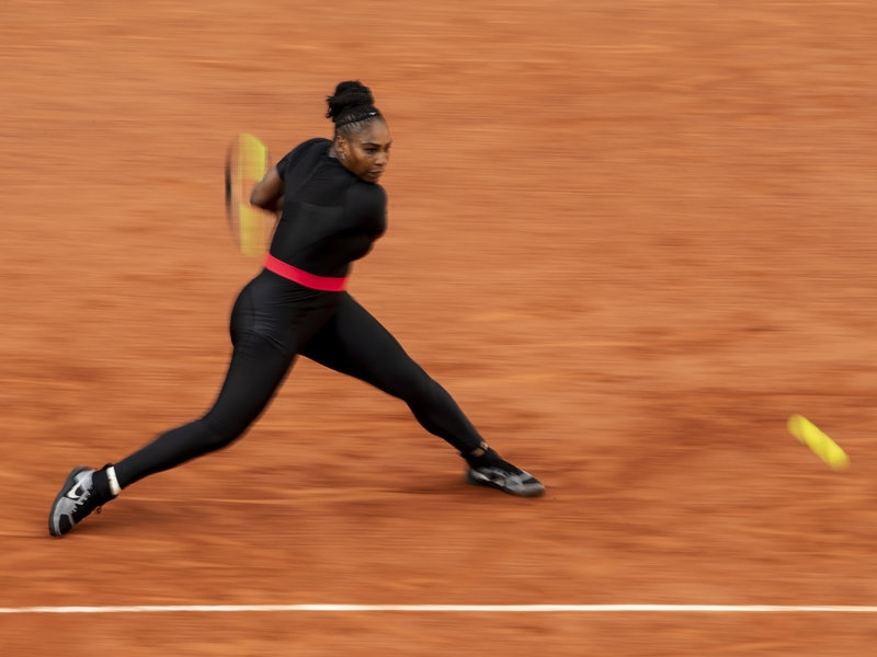 """Bộ trang phục bó sát giúp lưu thông máu tốt hơn và Serena Williams chia sẻ rằng cô cảm thấy mình như một siêu anh hùng đến từ Wakanda (phim """"Black Panther"""")."""