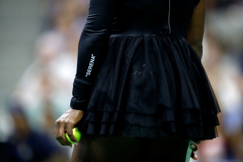 Và Serena Williams đã chiến thắng trong chiếc váy tutu bằng tulle của Off-White và Nike trong trận đấu vòng 1 giải US Open.