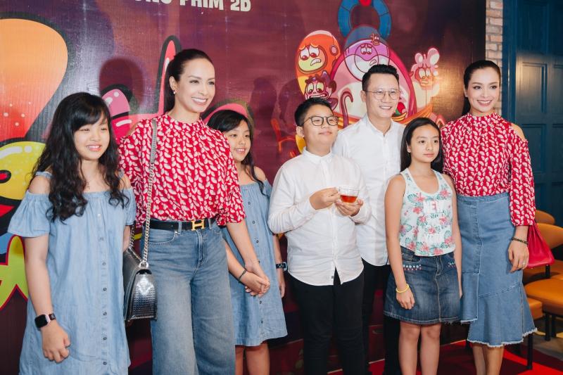 Gia đình các nghệ sĩ Việt có mặt trong buổi ra mắt phim tại CGV Landmark 81 Tp.HCM