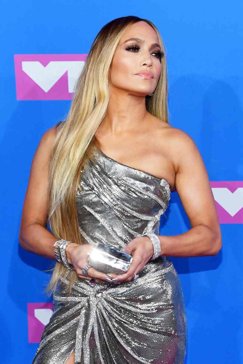 """Ở tuổi 49, Jennifer Lopez là minh chứng hùng hồn cho câu nói """"tuổi tác chỉ là con số""""."""