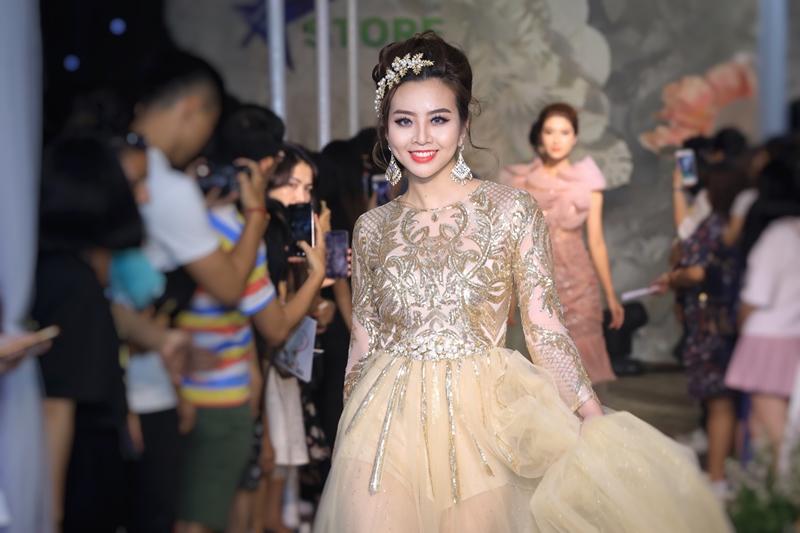 Nhà thiết kế Phan Quốc An cho biết các trang phục phù hợp với cô dâu hiện đại, cá tính, không ngại thể hiện cái tôi.