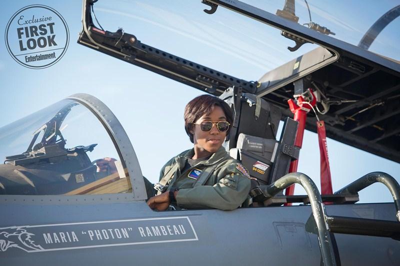 """Bộ phim còn giới thiệu về nhân vật Maria Rambeau (Lashana Lynch), một trong những người bạn cũ thân thiết của Carol; cô được biết đến là phi công xuất chúng có biệt danh """"Photon"""", đồng thời, Maria cũng là mẹ đơn thân của một cô con gái nhỏ."""