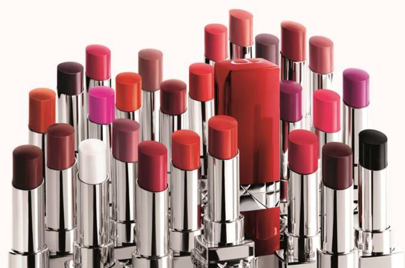 Đỏ là tông màu chủ đạo trong bộ sưu tập Rouge Dior Ultra Rouge