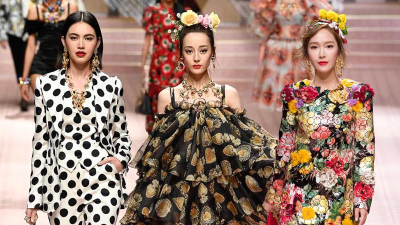 """Địch Lệ Nhiệt Ba, Jessica Jung và Mai Davika """"đại náo"""" show diễn Xuân Hè 2019 của Dolce & Gabbana"""