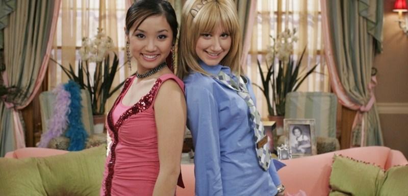 Tưởng chừng như Brenda Song và cô nàng da trắng, tóc vàng Ashley (bên phải) phải thay đổi vai diễn cho nhau, nhưng cả hai đều thể hiện nhân vật của mình một cách độc đáo và ấn tượng.