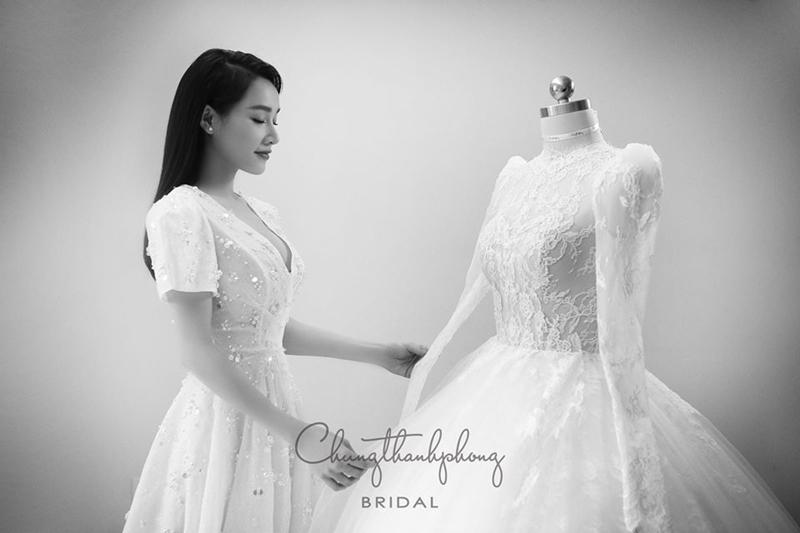Nữ diễn viên trong ngày thử váy cưới